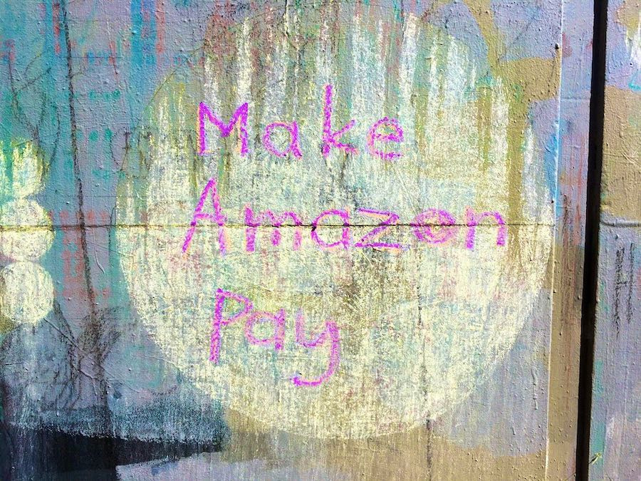 """Example """"Make Amazon Pay' in chalk, with dots"""